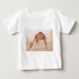 Camel in desert baby T-Shirt