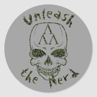 cammo-unleash, cammo-thenerd, Skull-Alone-cammo Classic Round Sticker