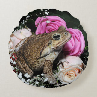 Cane toad in flowers round cushion