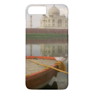 Canoe in water with Taj Mahal, Agra, India iPhone 8 Plus/7 Plus Case