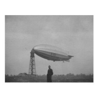 Cardington, Airship R100 on mooring mast Postcard
