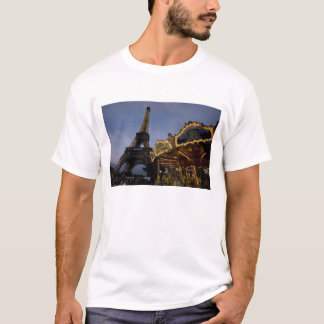 Carousel by the Eiffel Tower in the evening, T-Shirt