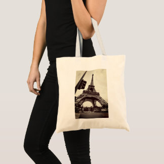 Casual view of Eiffel tower - simple and stylish Tote Bag
