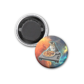 Cat dj with disc jockey's sound table 3 cm round magnet