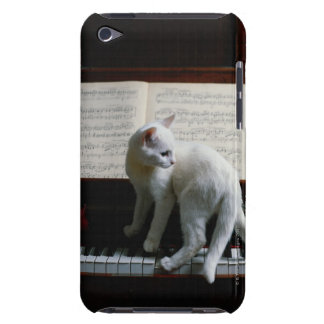 Cat on piano iPod touch case