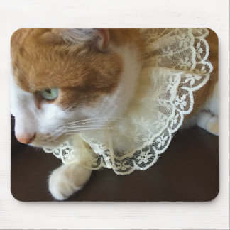 Cat with lace collar mouse mat