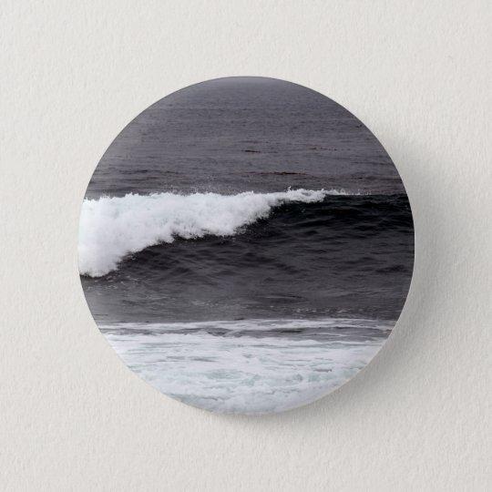 Catch a wave 6 cm round badge