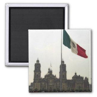 Catedral en el Zocalo del DF con la Bandera Mexica Square Magnet