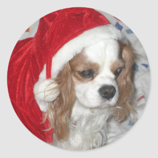 CAVALIER KING CHARLES SPANIEL DOG WITH SANTA HAT CLASSIC ROUND STICKER