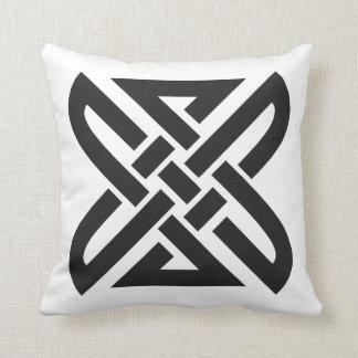 Celtic Knot 4-point Cushion