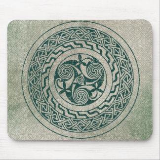 Celtic Knotwork Irish Medallion Pattern in Green Mouse Mat