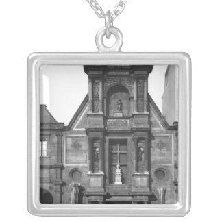 Central part of the main fa�ade silver plated necklace