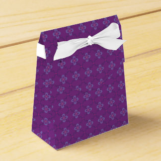 chain of flowers party favour box