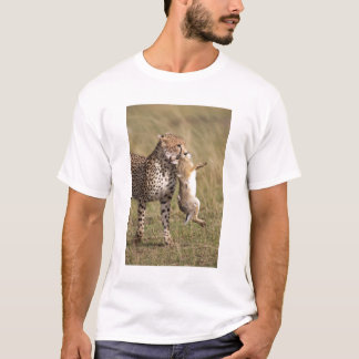 Cheetah (Acinonyx jubatus) with jackrabbit kill, T-Shirt