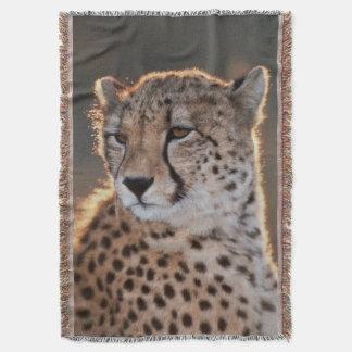 Cheetah looking away throw blanket