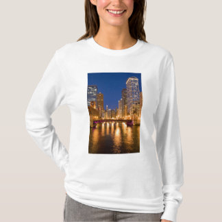Chicago, Illinois, Skyline and Chicago River at T-Shirt