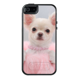 Chihuahua In Pink OtterBox iPhone 5/5s/SE Case