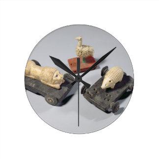 Children's toys: a hedgehog, a lion and a dove, Su Round Clock