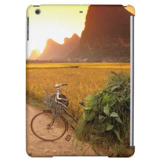 China, Guangxi. Yangzhou, Bicycle on country