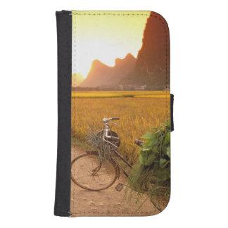 China, Guangxi. Yangzhou, Bicycle on country Galaxy S4 Wallet