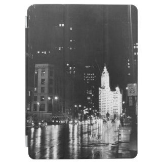 circa 1954:  A view down Michigan Avenue iPad Air Cover