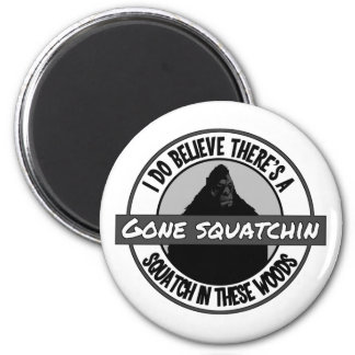 Circle - Gone Squatchin' - Squatch in these Woods 6 Cm Round Magnet
