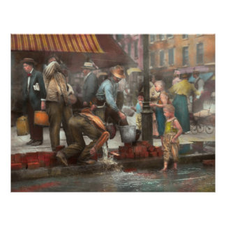 City - NY - Drinking water from a street pump 1910 21.5 Cm X 28 Cm Flyer