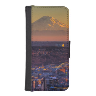 Cityscape view of Seattle downtown, football iPhone SE/5/5s Wallet Case