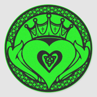 Claddagh Classic Round Sticker