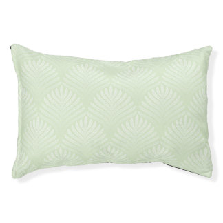 Classic foliage pattern in white and green pet bed