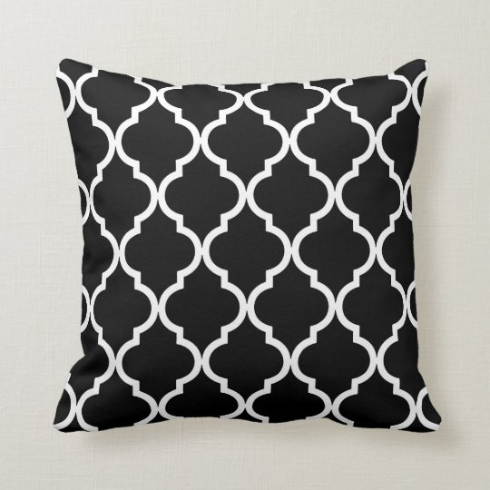Classic Quatrefoil Pattern in Black and White Cushion