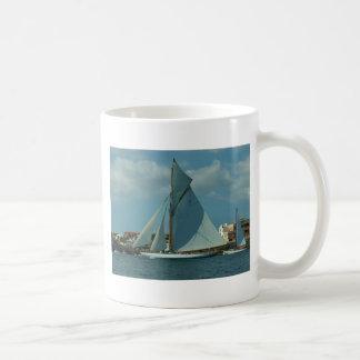 Classic Racing Yacht Basic White Mug