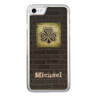 Classy grundge brick wall Irish lucky shamrock Carved iPhone 7 Case