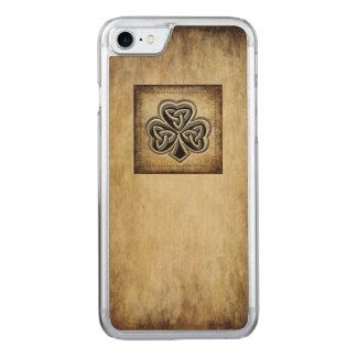 Classy grundge Irish lucky shamrock Carved iPhone 8/7 Case