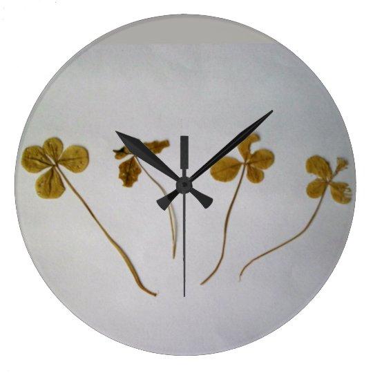 Clovers, Vergängllichkeit, the clock
