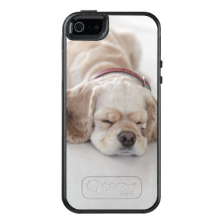 Cocker spaniel dog sleeping OtterBox iPhone 5/5s/SE case