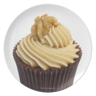Coffee cupcake topped with coffee cream and a dinner plates