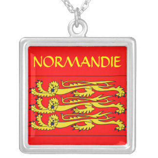 Collier Normandie Square Pendant Necklace