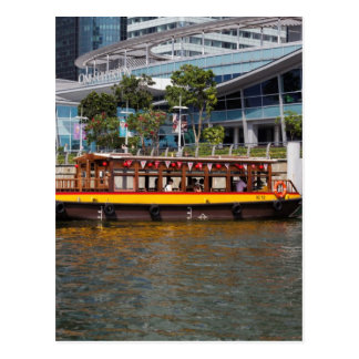 Colorful river cruise boat in Singapore Postcard