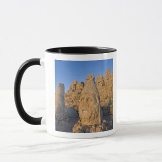 Colossal head statues of Gods guarding the Mug