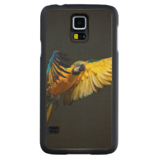 Colourful flying Ara on a dark background Carved Maple Galaxy S5 Case