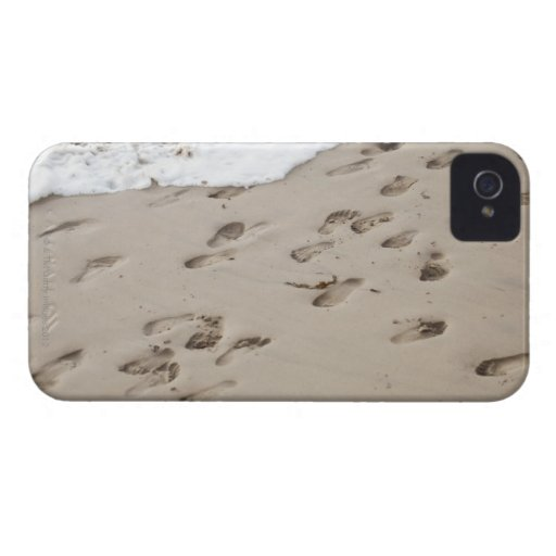 Confused Footsteps in the sand Blackberry Bold Case