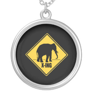 Conservative Crossing Round Pendant Necklace