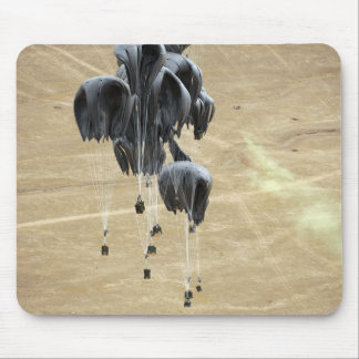 Container delivery system bundles parachute mouse mat