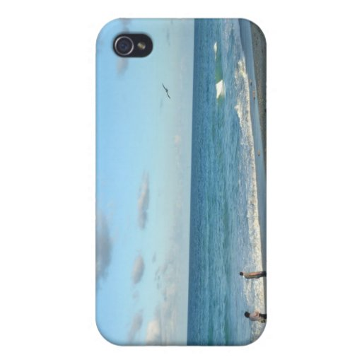 Couple walking on florida beach w seagull case for iPhone 4