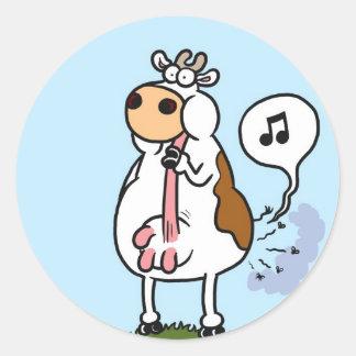 Cow farts tune classic round sticker