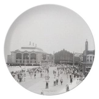 Crowds Plate