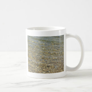 Crystal clear lake water with gravelly beach basic white mug