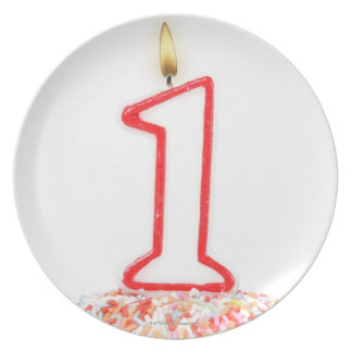 Cupcake with a numbered birthday candle 10 party plates