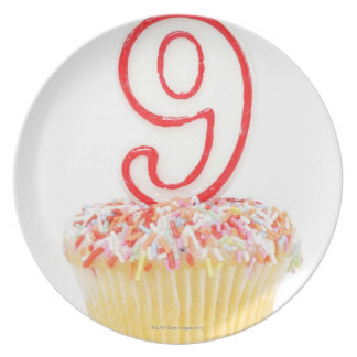 Cupcake with a numbered birthday candle 3 dinner plate